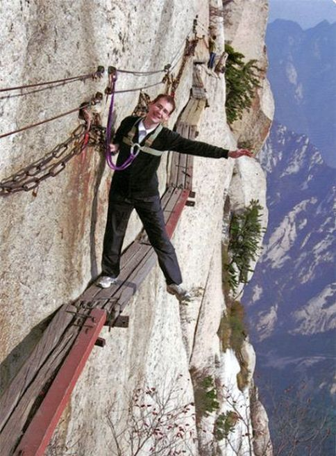 The Most Dangerous Hiking Trail in the World (30 pics)