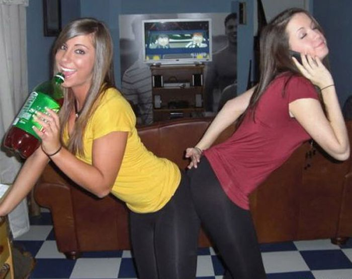Girls in Yoga Pants (47 pics)