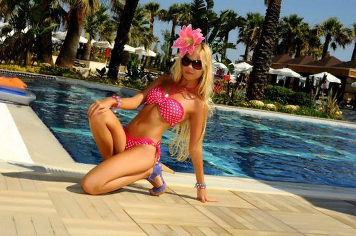 Russian Bikini Girls (49 pics)