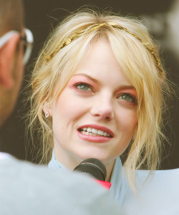 Photos of Emma Stone (50 pics)