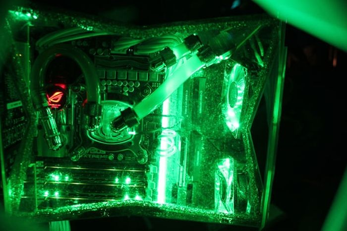 Hulk Computer Case Mod (15 pics)