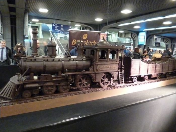 Chocolate Train (9 pics)