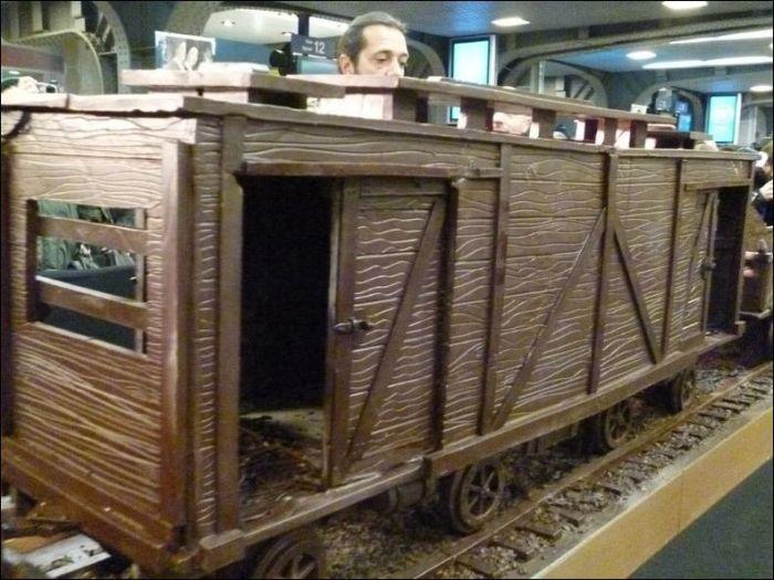 Chocolate Train (9 pics)