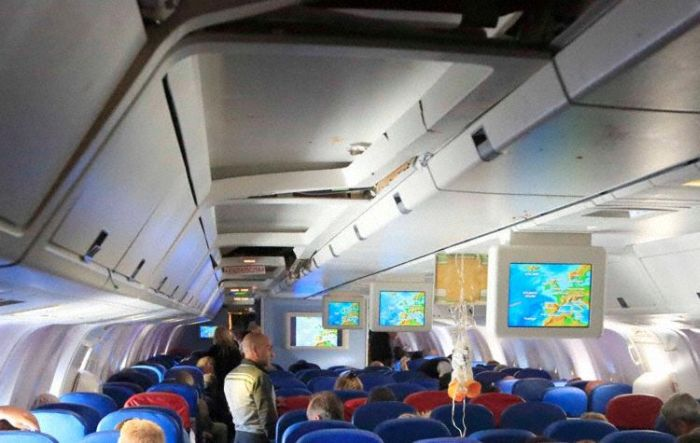 When a Plane Hits an Air Pocket (4 pics)