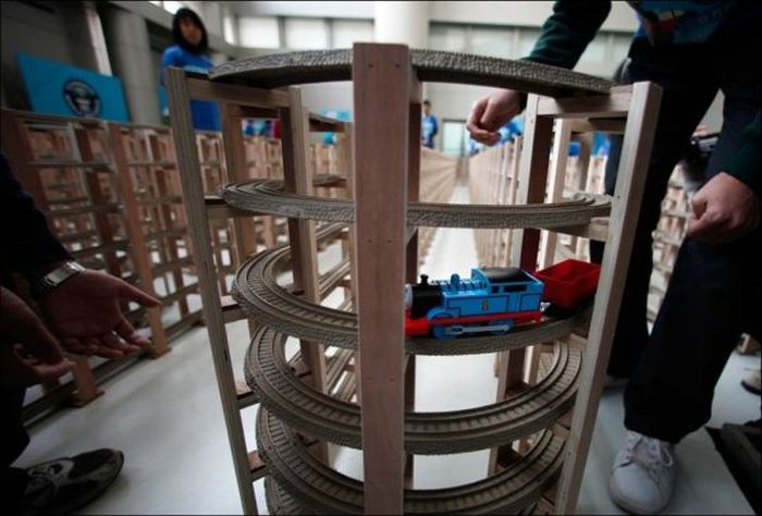 Longest Toy Train Track (5 pics)