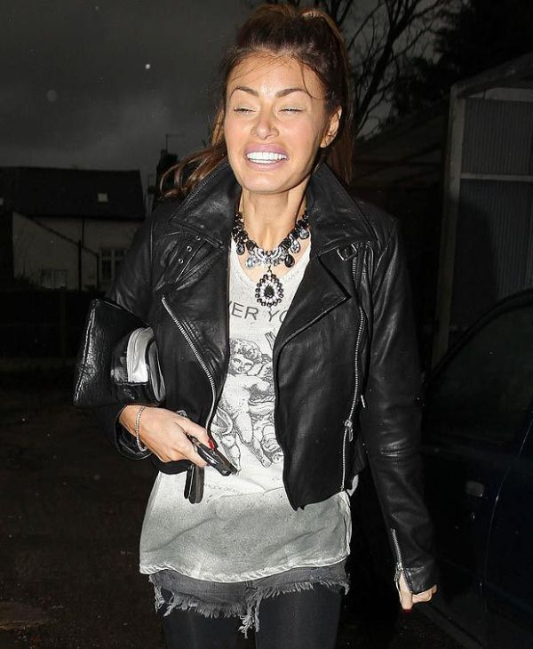Chloe Sims Without Makeup (4 pics)