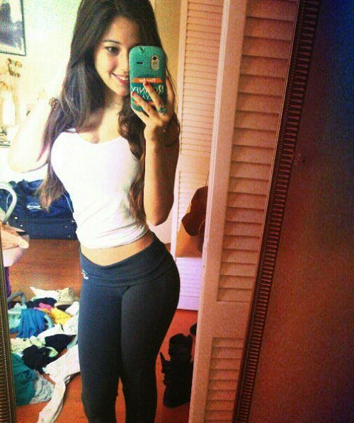 Girls in Yoga Pants (45 pics)