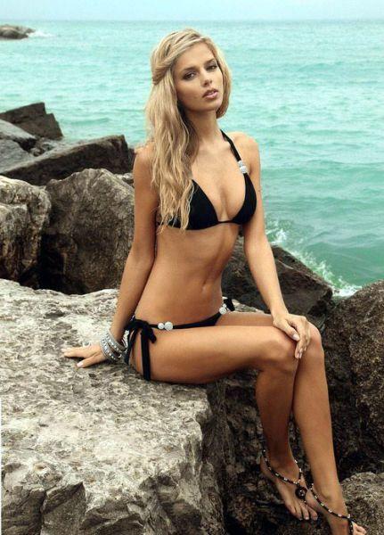 Bikini Girls (54 pics)