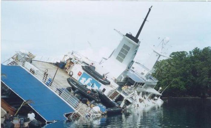 Abandoned Cruise Ship World Discoverer (15 pics)