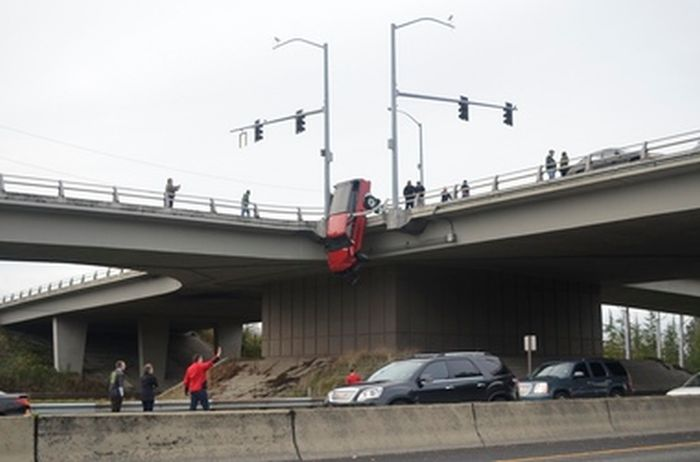 Very Lucky Drunk Driver (7 pics)
