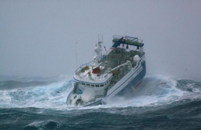 Fishing Boat Battered by Waves (7 pics)