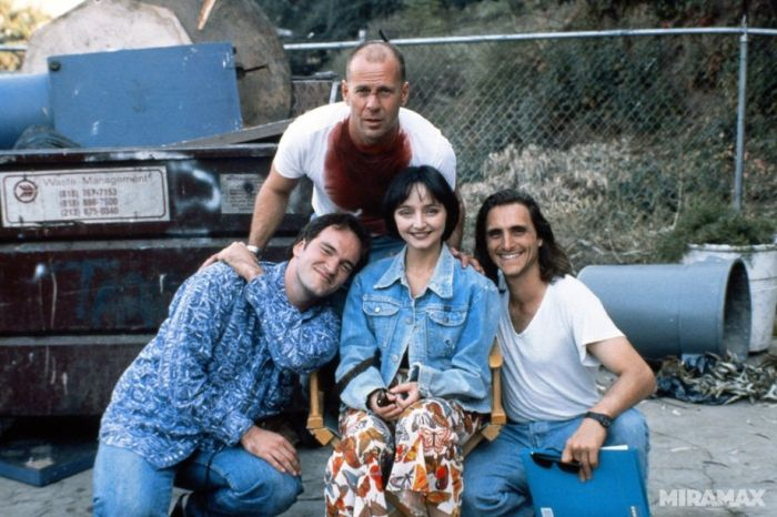 """Behind the Scenes of """"Pulp Fiction"""" (16 pics)"""