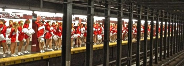Cheerleaders in NYC Subway (5 pics)