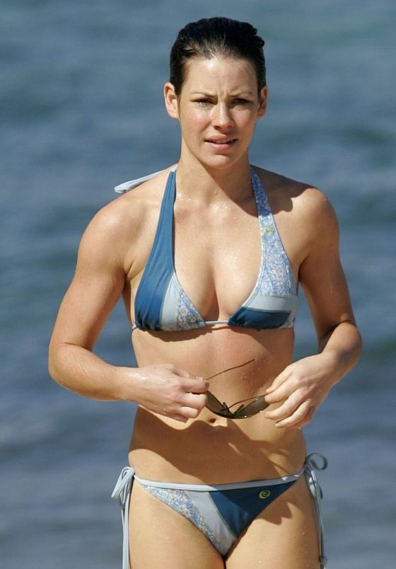 Evangeline Lilly Bikini Pictures (10 pics)