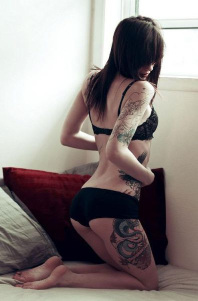 Hot Girls with Tattoos (50 pics)