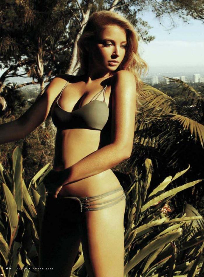 Elisabeth Harnois in Bikini (4 pics)
