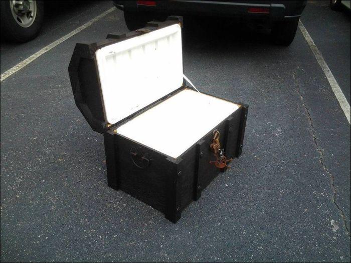 DIY Pirate's Treasure Chest Cooler (10 pics)