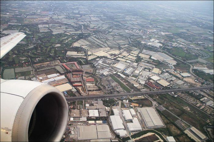 Through an Airplane Window (50 pics)