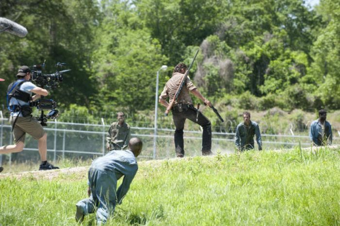 """Behind the Scenes of  """"The Walking Dead"""" (50 pics)"""