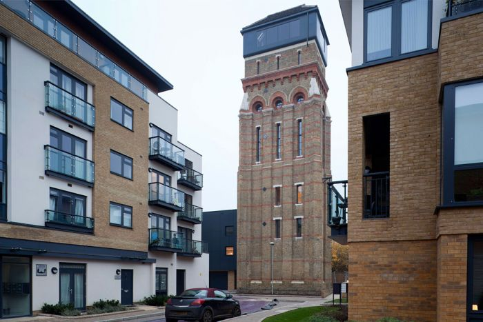 House Inside a Water Tower (20 pics)