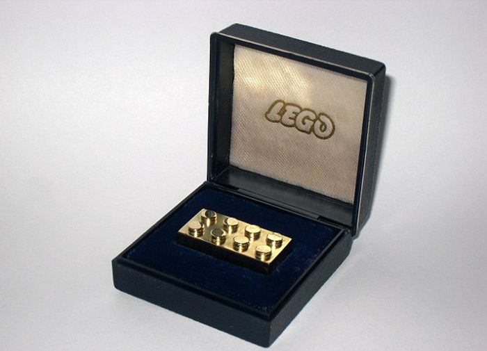 World's Most Expensive Piece of Lego (4 pics)