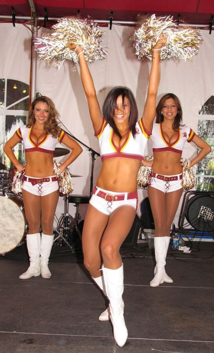 Redskins Cheerleaders (75 pics)