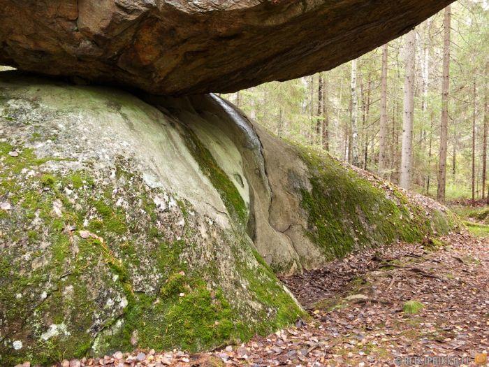 Kummakivi Stone (6 pics)