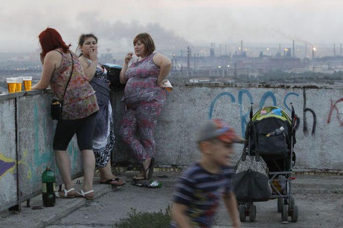 молодая мамаша курит фото