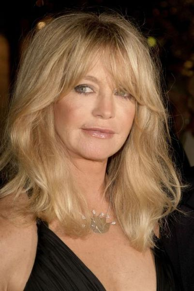 Goldie Hawn's Face Looks Bad (6 pics)