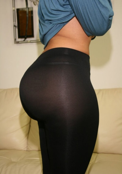 Sexy Girls in Yoga Pants (54 pics)