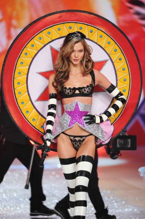 Victoria's Secret Fashion Show 2012 (51 pics)