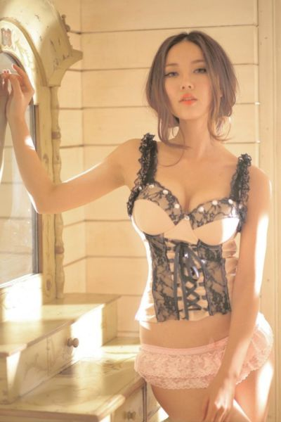 Hot Asian Girls (50 pics)