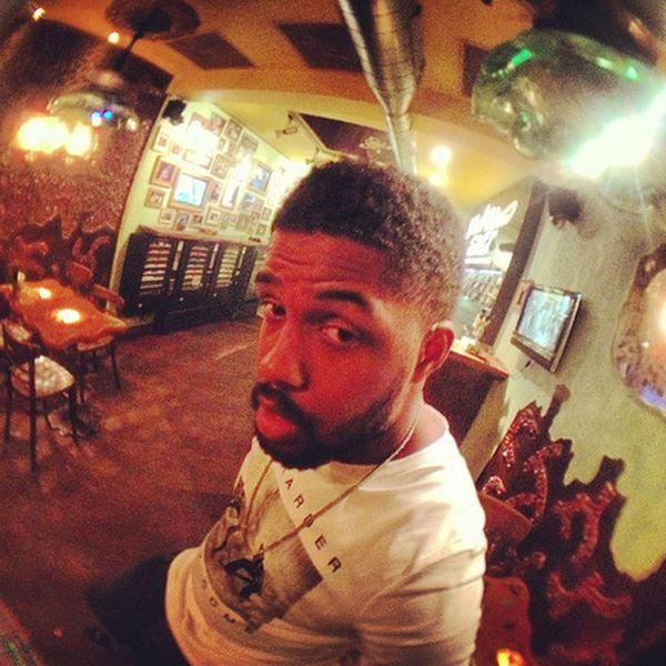 Chris Brown Smoking Weed (14 pics)