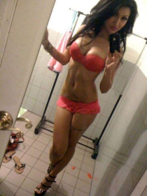 Hot Girls Taking Self Shots (46 pics)