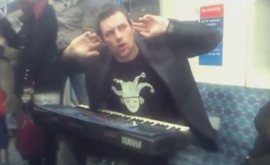 Awesome Synthesizer Performance Skills on Subway