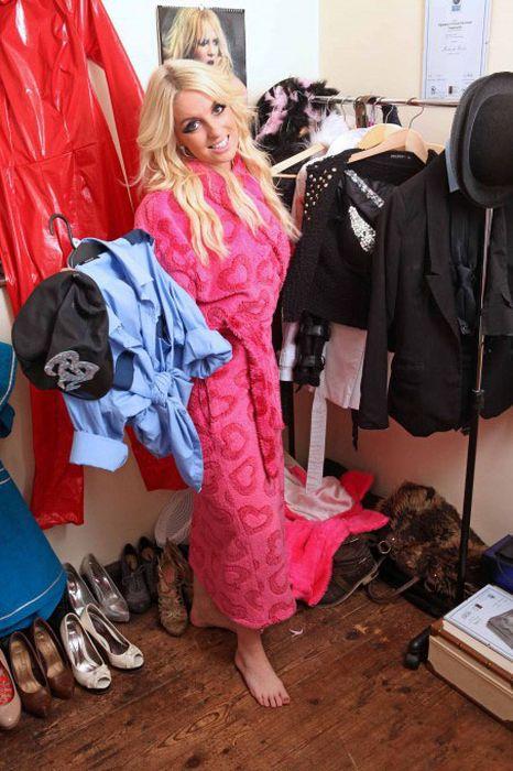 Fake Britney (15 pics)