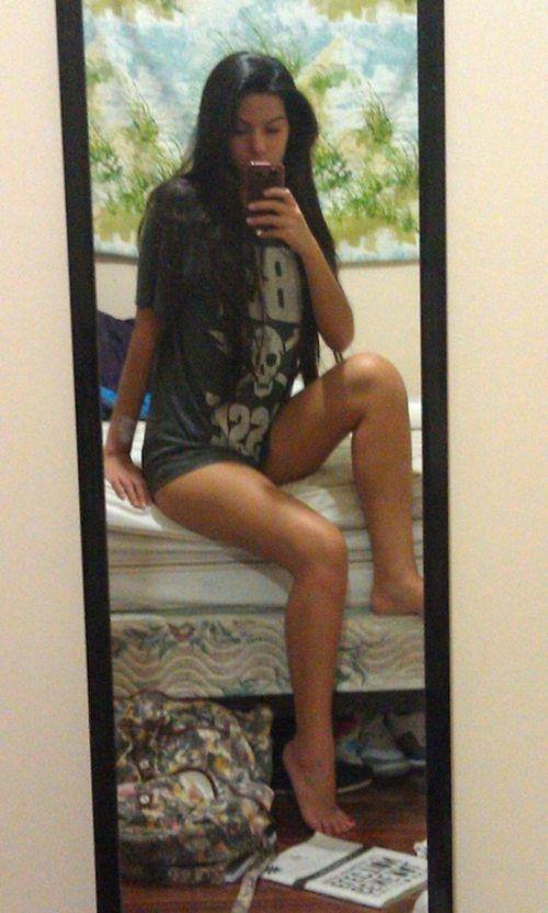 Girls with Beautiful Legs (40 pics)