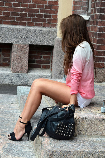 Girls with Beautiful Legs (40 pics)