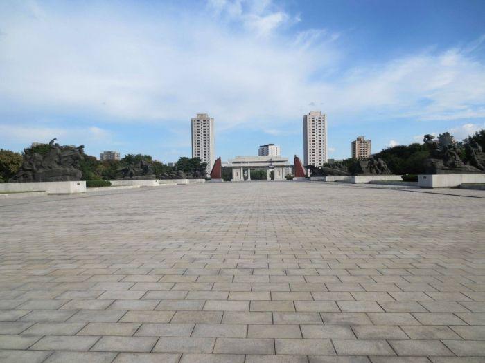 Visiting North Korea (44 pics)
