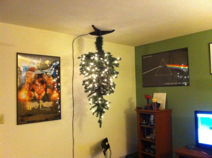 Anti-Cat Christmas Tree (9 pics)