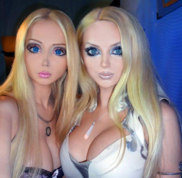 Real-Life Dolls (13 pics)