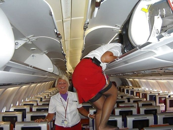 Female Flight Attendants (36 pics)