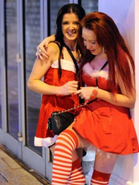 Christmas Drunk Parties in Britain (16 pics)