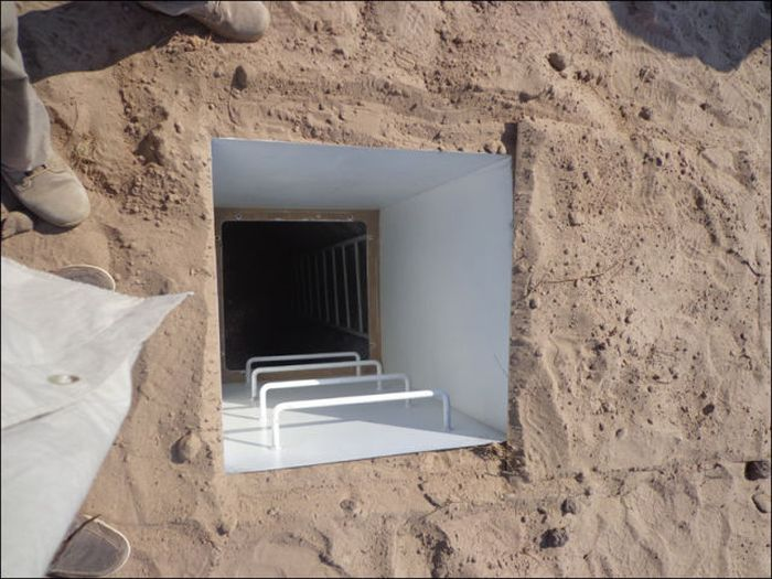 Doomsday Bunker in California (44 pics)