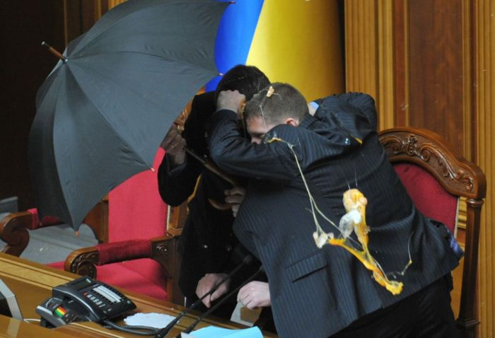 Fighting in the Parliaments (25 pics)