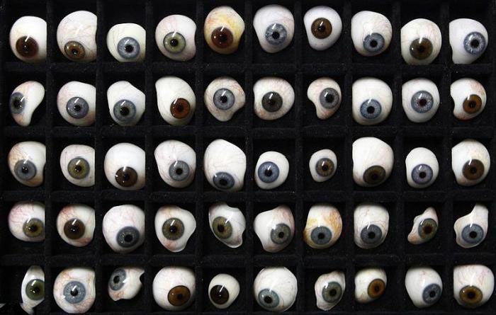 Great Prosthetic Eyes (23 pics)