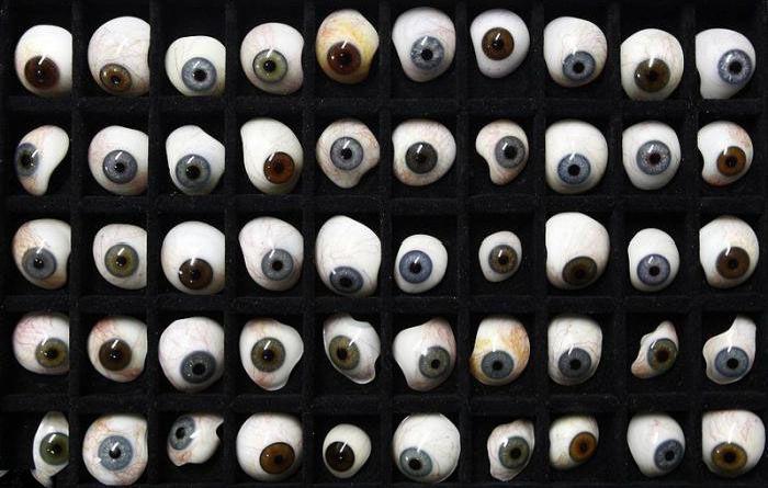 Great Prosthetic Eyes (23 pics)