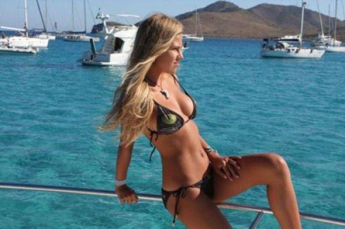 Girls in Bikini (52 pics)
