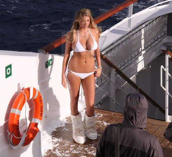Kate Upton in Bikini for Antarctic Photo Shoot (11 pics)