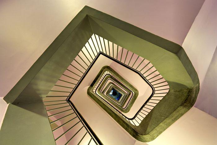 Spiral Staircase Photos (20 pics)